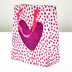 арт. QR029-B1 Пакет для подарков Сердце с блёстками розовый 23*18*10 см. Оптовая цена 45 руб.