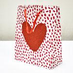 арт. QR029-A2 Пакет для подарков Сердце с блёстками красный 32*26*12 см. Оптовая цена 65 руб.