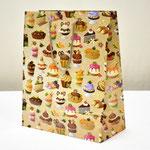 арт. ПП-9137 Пакет для подарков Вкусные десерты 26,4*32,7*13,6 см. Оптовая цена 75 руб.