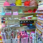 Декоративные материалы: гофрированная бумага, бумага для упаковки подарков