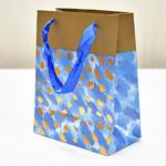 арт. BK998-C1 Пакет для подарков Золотые штрихи голубой 23*18*10 см. Оптовая цена 45 руб.