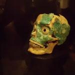 モンテアルバン遺跡の出土、頭骸骨にヒスイの装飾