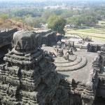 巨大な石塔 カイラーサナータ寺院