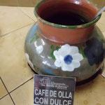 コーヒーの黒砂糖入りどれも熱々の土器の壺で