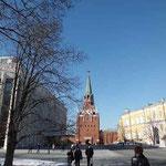 左クレムリン大会宮殿客席6000 正面トロイツカヤ塔