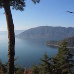 葛籠尾岬展望台から静まりかえる琵琶湖と海津大崎