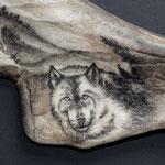 o.T. (Detail Wolf) 2015, Scrimshaw in Geweihschaufel