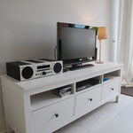Flat Screen mit DVD Player, CD Player mit Docking Station