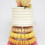 Weddingcake with WeddingRoses on a MacaronTower, Weddingcake Den Bosch, Bruidstaart Den Bosch