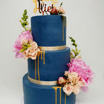 Blue WeddingCake with Real Flowers, Alieke en Paul Bruidstaart Den Bosch