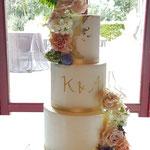 LoveCake with a touch of gold, Kirsten en Amir, Bruidstaart Den Bosch, Weddingcake Den Bosch