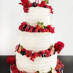 White and Red Fruit WeddingCake, Cor en Els, bruidstaart 's-Hertogenbosch , bruidstaart den bosch