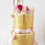Eighteen, Golden Cake, drip with macarons, meringue and flowers,  Taart Den Bosch