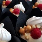 Gold pearls and Meringue CupCakes, CupCake Den Bosch