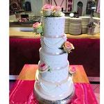 Bruidstaart met rozen, Guido en Gina, Bruidstaart,  bruidstaart 's-Hertogenbosch, bruidstaart den bosch,