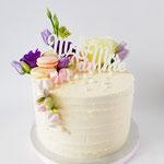 Jasper en Cindy, Bruidstaart Macaron, meringue en bloemen, bruidstaart 's-Hertogenbosch, bruidstaart den bosch