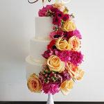 Flowerbomb WeddingCake, bruidstaart 's-Hertogenbosch,bruidstaart den bosch