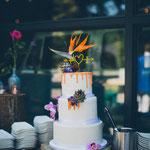 Tropical WeddingCake with Drip, Ivonne en Pim, WeddingCake DenBosch, Bruidstaart Den Bosch