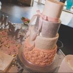 Silver WeddingCake with pink Roses, Sabrina en Emiel, WeddingCake Den Bosch, Bruidstaart Den Bosch