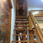 1階から見上げた際、ポイントとなる棚をつくりました