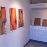 Malereien von Britta Lohmann in Ausstellungsansicht