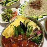 収穫の試食を兼ねて夕食:オムハヤシ(旬野菜のトッピング)