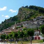 Bérat: le quartier de Mangalem dominé par la citadelle