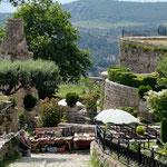 Krujë, vue vers la forteresse