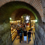 Split: Les salles souterraines de l'ancien palais de Dioclétien sont transformées en galeries marchandes.