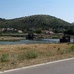 Sur la Trebišnjica, une noria permet d'irriguer les champs