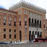 Sarajevo: La bibliothèque nationale reconstruite mais malheureusement 80% des livres rares ont été détruits par la guerre