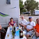 Au camping Marina les Français se retrouvent pour échanger leurs informations