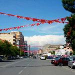 Shkodër: le centre ville pavoisé de drapeaux pour les prochaines élections.