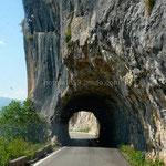 La route qui mène au monastère d'Ostrog