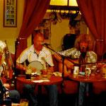 Le groupe du Corner House avec Cliona Heena, fait de la musique traditionnelle irlandaise.