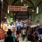 Sarajevo: Gazi Husrev Begov Bezistan, grand marché couvert.