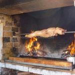Le cochon de lait en train de griller