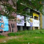 Sarajevo: les bâtiments endommagés servent maintenant de supports publicitaires