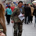 Sarajevo: Un ancien combattant, une jeune fille qui téléphone: passé et avenir se côtoient