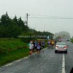 Une course se déroule malgré la pluie battante