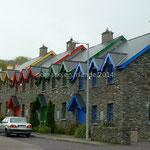 Ensemble de maisons de pierres colorées