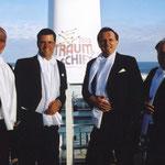 An der Deck der MS Deutschland 2002