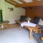 Wohnzimmer mit Kachelofen