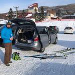 Mit ihrem treuen Mazda Anreise zur Schitour