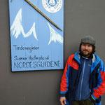 Sverre Hjelmeland vor seinem Bergführerbüro.
