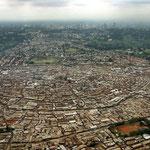 Kibera slum, con il centro della capitale sullo sfondo.