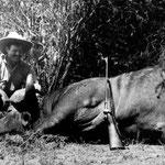 Ernest Hemingway durante un Safari in Africa (1926).