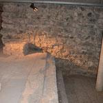 Römisches Wasserbecken und Fundament der Nordkonche Groß St. Martin
