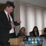 Bürgermeister Gerd-Christian Wagner lobte die Schülerflöhe für ihre Arbeit