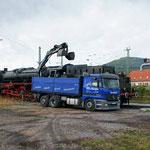 Kohle wird per Lkw angeliefert und verladen